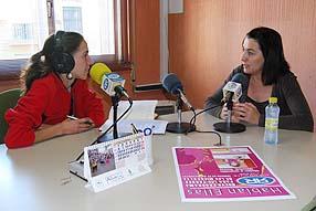 Elisabet Torres entrevistando a Magdalena Baena