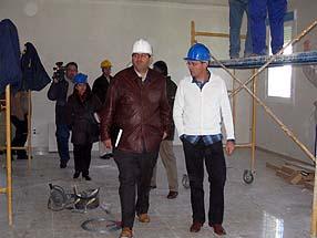 Domingo Orta, junto al concejal José Macías, ha calificado de magníficos los avances de las obras