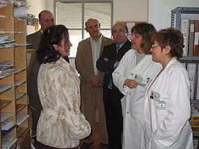 La delegada de Salud junto a los profesionales sanitarios y representantes políticos
