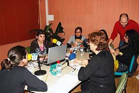 Momentos antes de la puesta en antena del programa en los estudios de Radio Rute