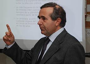 Doctor Nicolás Aranda Doncel en la sede local de la asociación