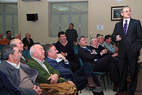 El profesor Eduard Escrich planteó una charla didáctica y amena para los asistentes
