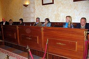 Los dos grupos de la oposición entablaron un duelo dialéctico sobre temas de ámbito nacional
