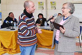 Juana Muñoz fue una de las tres personas que recibió una placa como representación de toda la audiencia de Radio Rute