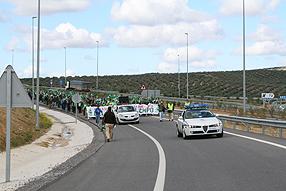 La protesta contó con el apoyo de 250 agricultores y otros tantos ganaderos de la provincia