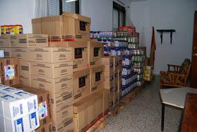 Treinta y cinco familias a la semana se benefician  del reparto de alimentos de Cruz Roja