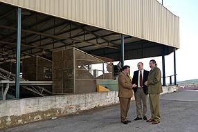 El delegado subrayó al alcalde y al presidente de  la cooperativa la importancia de seguir apostando por el sector agrícola