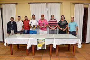 Tras la final, donde Sergio Carralcázar y Jesús Porras remontaron el set inicial, se entregaron los trofeos en el salón de actos del club