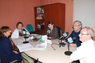 Responsables del Centro de Salud y del Hogar  presentando en Radio Rute las actividades