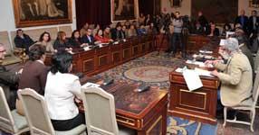 Alcaldes y concejales de los municipios cordobeses durante  la firma del acuerdo con la   Diputación provincial para la gestión de la ayuda a domicilio