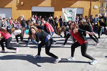 Los jóvenes realizaron un flashmob para concienciar  sobre el trabajo de GPAR