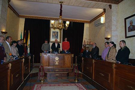 La sesión comenzó con un minuto de silencio por el  reciente fallecimiento del agente de la Policía Local Pablo Bujalance