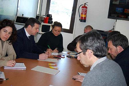 Javier Gámez, junto al resto de técnicos  comarcales, en la reunión del GDR