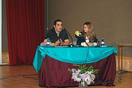 La concejala María Dolores Peláez fue la encargada  de presentar el libro y a su autor