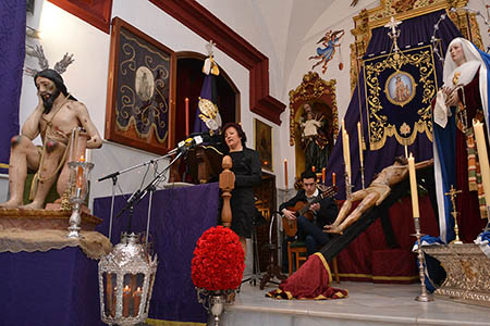 La exaltadora acompañó su alocución con las  marchas interpretadas a la guitarra por Antonio González