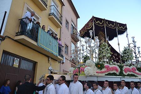 Como es habitual, el recorrido procesional se centra y rinde  homenaje a todos los rincones del barrio de la Vera Cruz