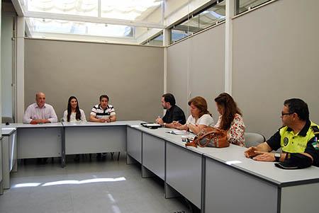 Representantes  de instituciones y de colectivos ruteños se reúnen con los responsables y  terapeutas de Proyecto Hombre