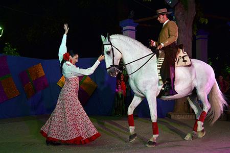 """Uno de los momentos más esperados de la noche fue el  """"Espectáculo ecuestre"""" con el caballo """"Centenario"""""""