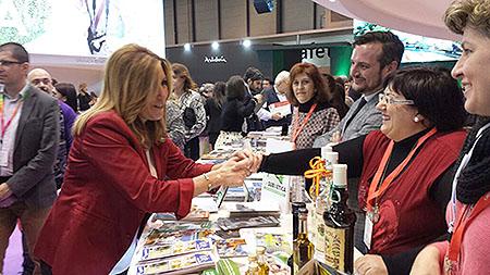 La presidenta de la Junta de Andalucía, Susana  Díaz, ha sido una de las personalidades que ha tenido ocasión de degustar los  productos ruteños
