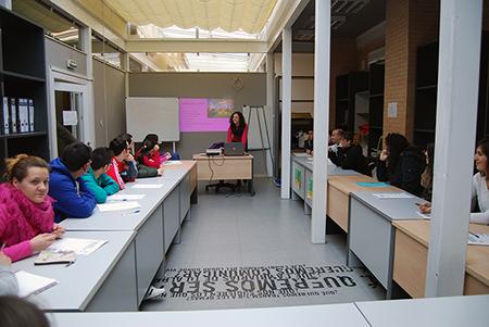 La  docente María Rosa García ha explicado que en este tiempo se va a enseñar los  diferentes tipos de ludoteca que hay, así como su gestión