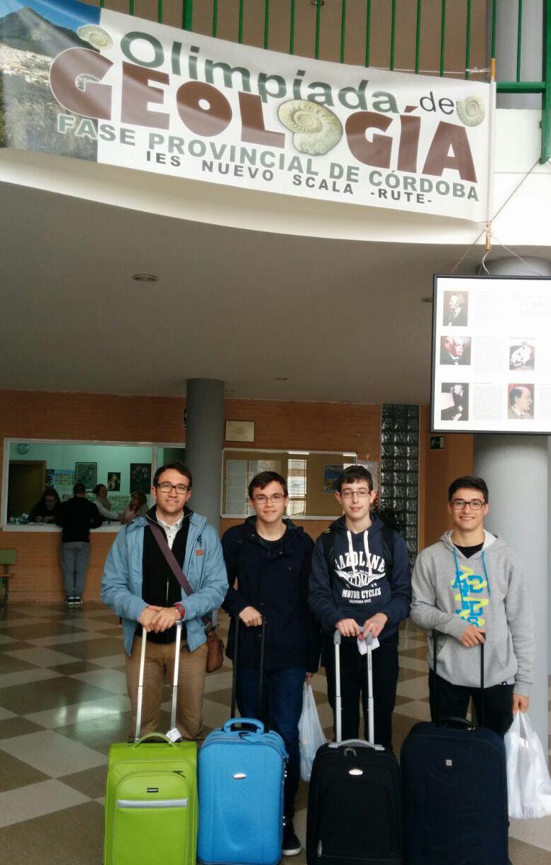El profesor Jonathan Oliva y los alumnos Sebastián García, Juan Antonio Cabello y Antonio Medina