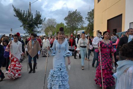 Como cada año, la multitud se agolpó en la entrada de La Molina para recibir a los hermanos de Andújar