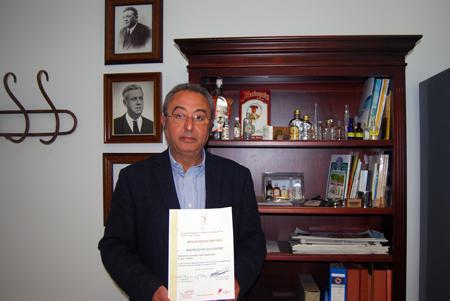 El gerente de Anís Machaquito, Rafael Reyes, está satisfecho con que se siga recociendo la calidad del este producto