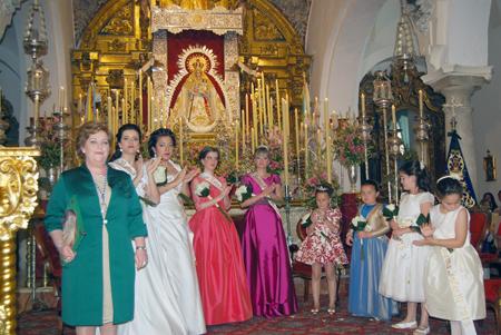 Antes del pregón, tuvo lugar el acto de coronación e imposición de bandas a las reinas y damas de estas fiestas