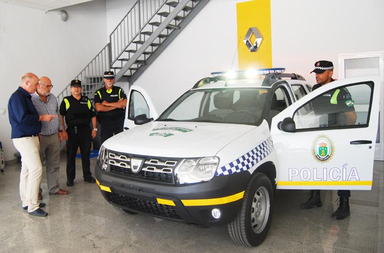 El nuevo todoterreno ha sido presentado por las autoridades locales y el Jefe de la Policía Local.