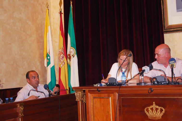 El portavoz popular  preguntó si se va a liberar a alguien más cuando Antonio Ruiz cobre como presidente de Diputación