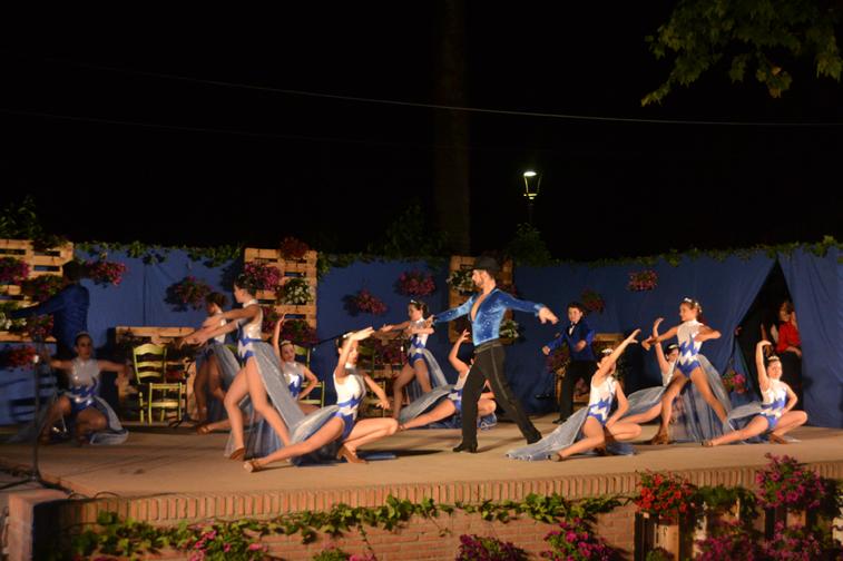 Durante el festival se combinaron todo tipo de bailes flamenco con otros de salón, clásicos y modernos