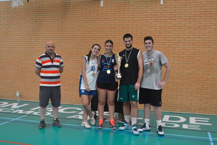 Junto al técnico Antonio Henares, los cuatro integrantes del equipo vencedor, Mari Trini Sánchez, David Écija, Rafael Arévalo y Emilia Lebrón