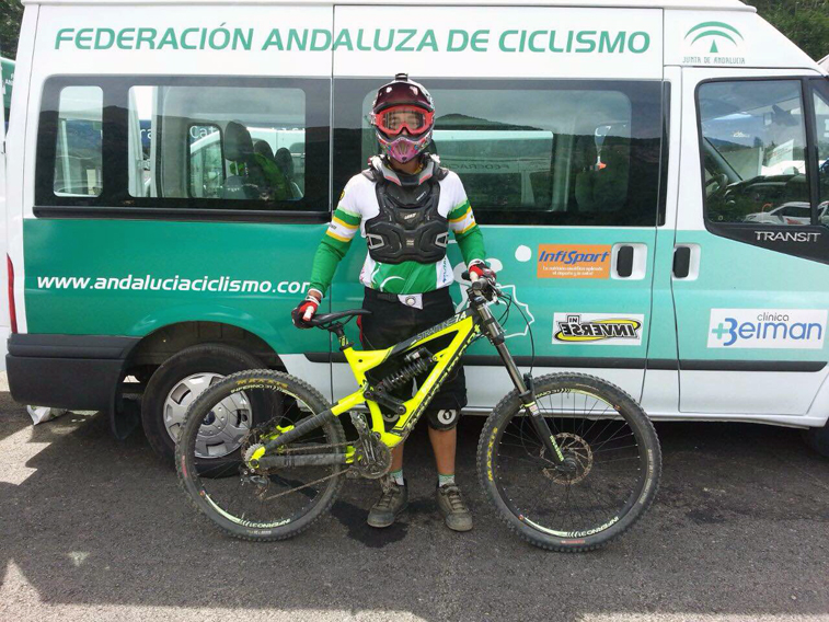 Daniel Caballero, con el equipamiento con el que acudió a la cita del Pirineo Aragonés