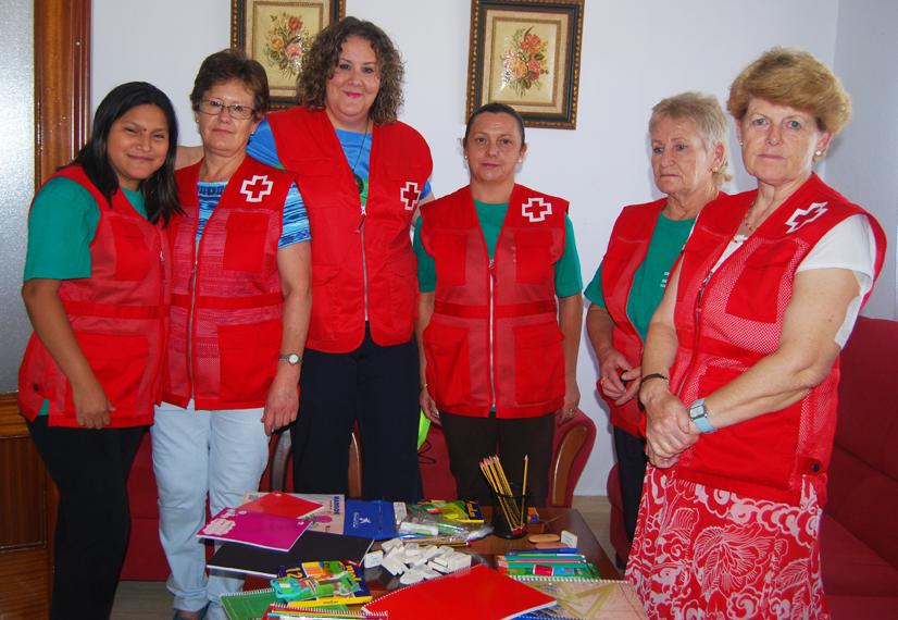 La técnica de Cruz Roja, Rosa Granados,junto algunas voluntarias