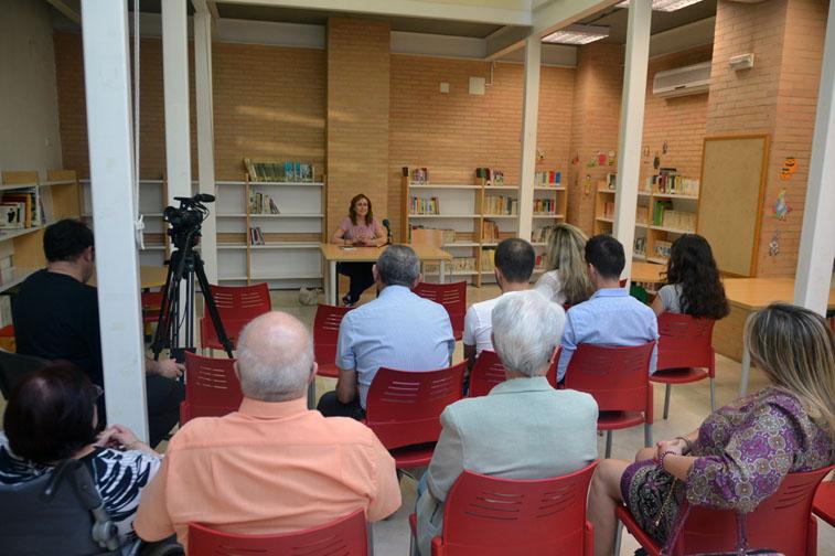 María Rosal compartió impresiones en torno a algunos de sus poemas con los asistentes