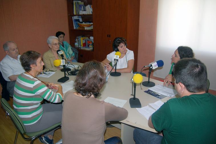 Profesionales sanitarios, miembros de asociaciones y personas afectadas participan en la tertulia de Radio Rute sobre las enfermedades mentales