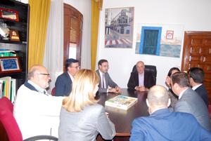 Antes de la visitar la carretera el consejero ha estado reunido con los alcaldes de la comarca