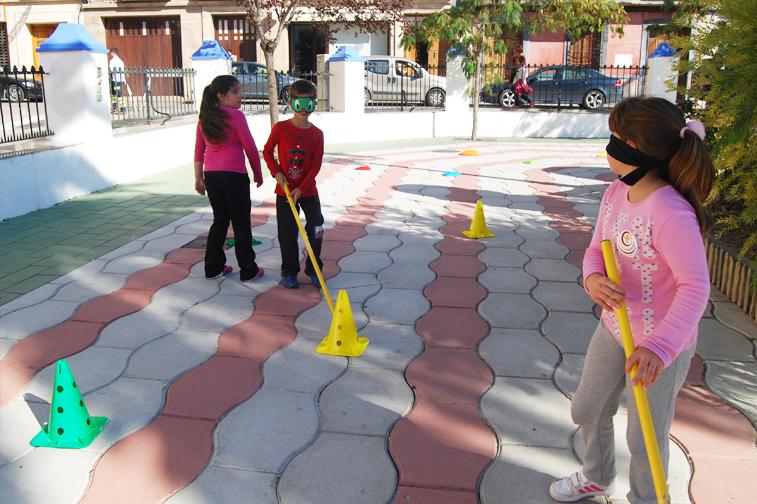 Durante la jornada se hicieron actividades como hockey o tirolina adaptadas a las necesidades motrices de los niños