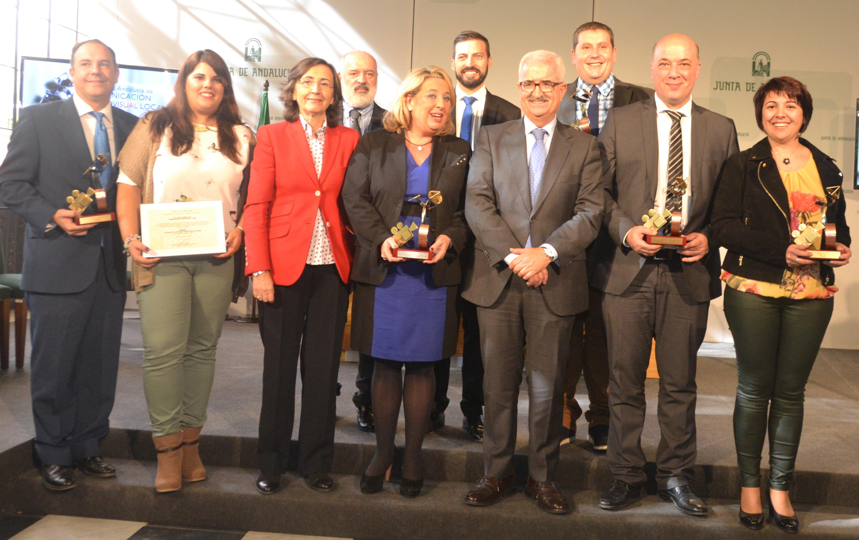 Los galardonados en las distintas categorías junto a los representantes de la Junta de Andalucía