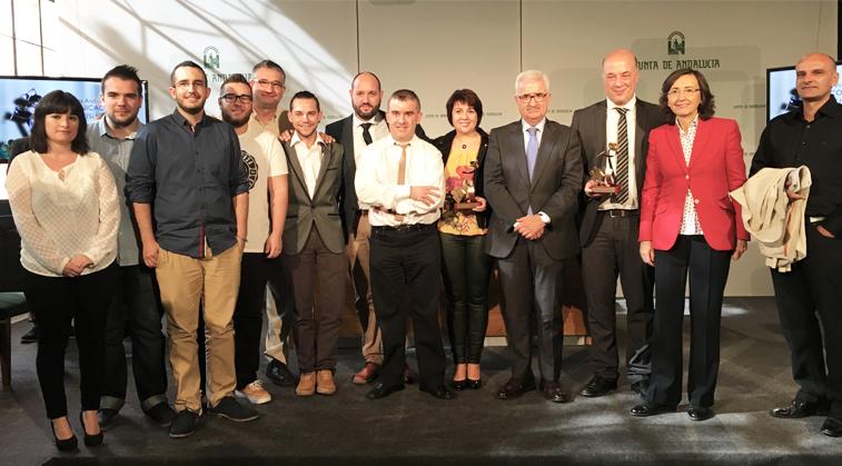 Los colaboradores de la emisora para el especial de las elecciones no podían faltar a la entrega de premios