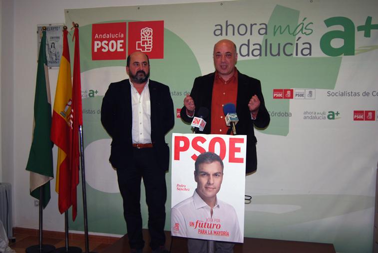 Manuel Torres y Antonio Ruiz durante la rueda prensan ofrecida en la sede socialista