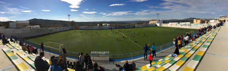 Al tratarse de fútbol 7, se pudieron jugar partidos de forma simultánea en las dos mitades del campo