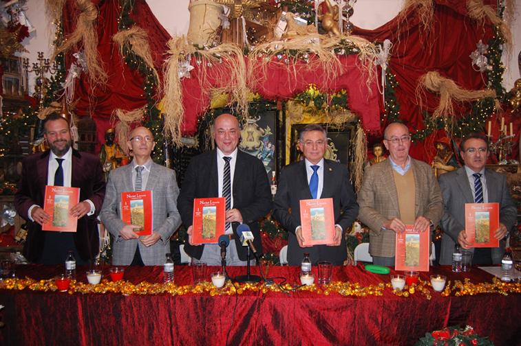 Un entorno tan señalado como el Museo del Anís acogió el acto de presentación de la revista