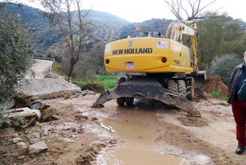 La carretera provincial CO-8213, que conecta el Nacimiento con Las Piedras, también se está adecentando