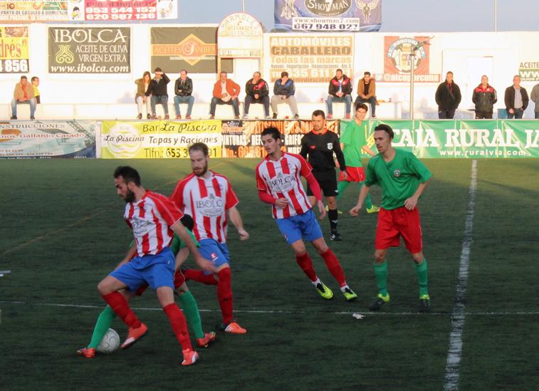 """Manu Rodríguez """"tira un caño"""" a un jugador de Torremolinos en su partido de debut"""