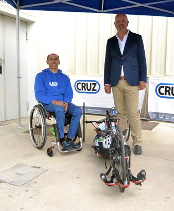 El ciclista Alfonso Ruiz ha agradecido que la empresa ruteña tenga tan clara su apuesta por el deporte