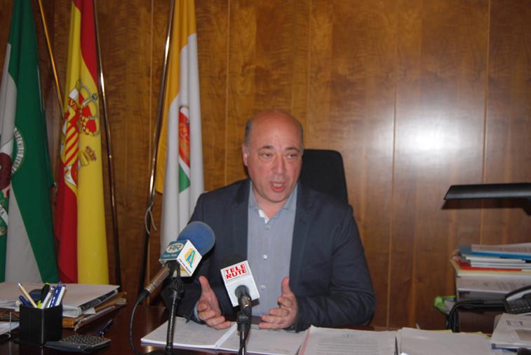 El alcalde y presidente de la Diputación, Antonio Ruiz, informa de las inversiones de fondos provinciales en Rute