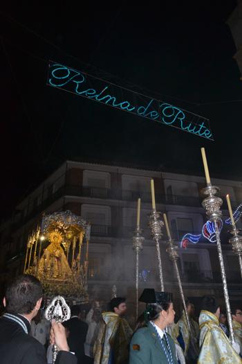 La Virgen de la Cabeza a su paso por el Ayuntamiento en la procesión de la noche