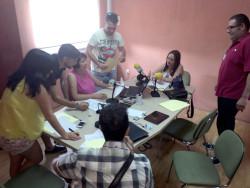 El personal de Radio Rute, con la plantilla y los colaboradores, ultimando los detalles para el programa especial