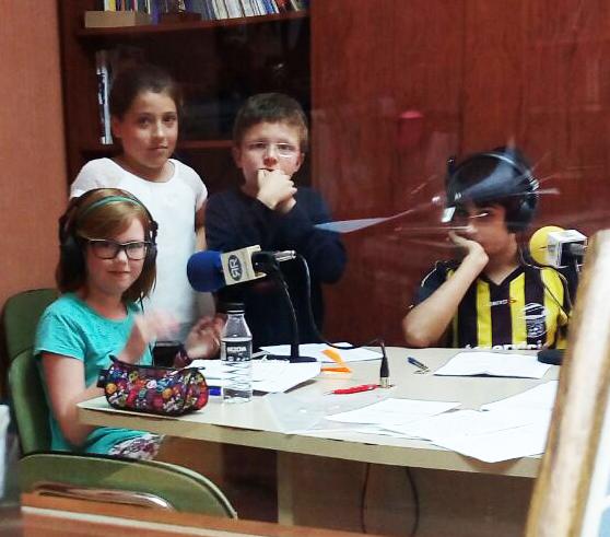 Como en la primera temporada, los propios niños se encargan de la puesta en antena